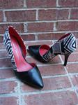 CHINESE LAUNDRY BLACK/AZTEC PRINT TEXTILE CUTOUT NOVELTY PUMP