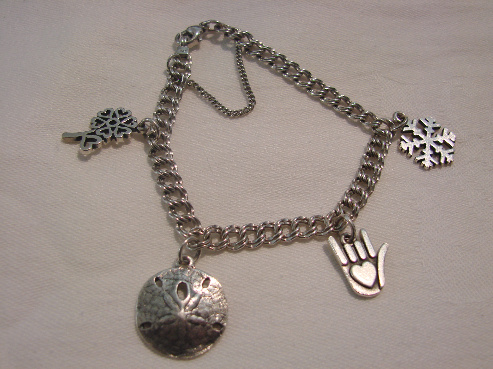 james avery charm bracelet with 4 charms georgetown