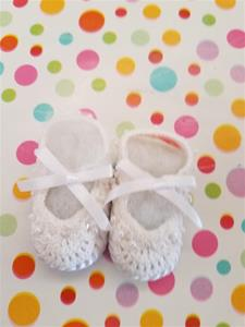 00001n Hand made crochet booties with sequins and pearls/0-6 Months