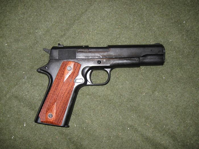 Colt 1911 8mm Blank Firing Pistol, Blued Barrel, DELUXE DD Wood Grips