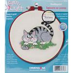 "Learn-A-Craft A Cat And A Mouse Needlepoint Kit-6"" Round 14 Count"