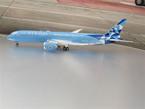 1/400 scale Etihad Airways 787-9 Manchester City Livery Reg No. A6-BND