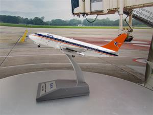 1/200 scale South African Airways 737-200 Old Livery Reg ZS-SIC