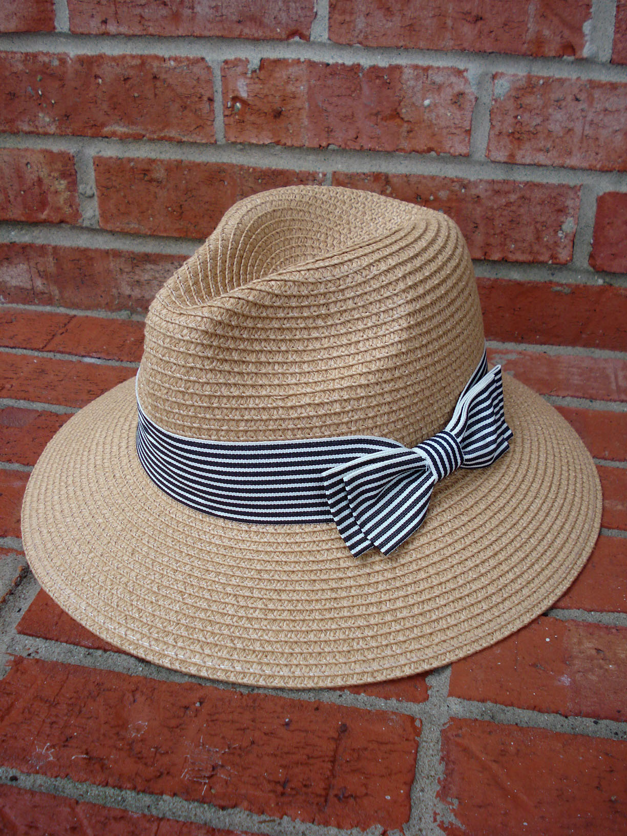 MAGID HATS TAN STRAW STRIPED BOW ACCENT HATBAND FEDORA HAT - Avant ... a2c41314e16