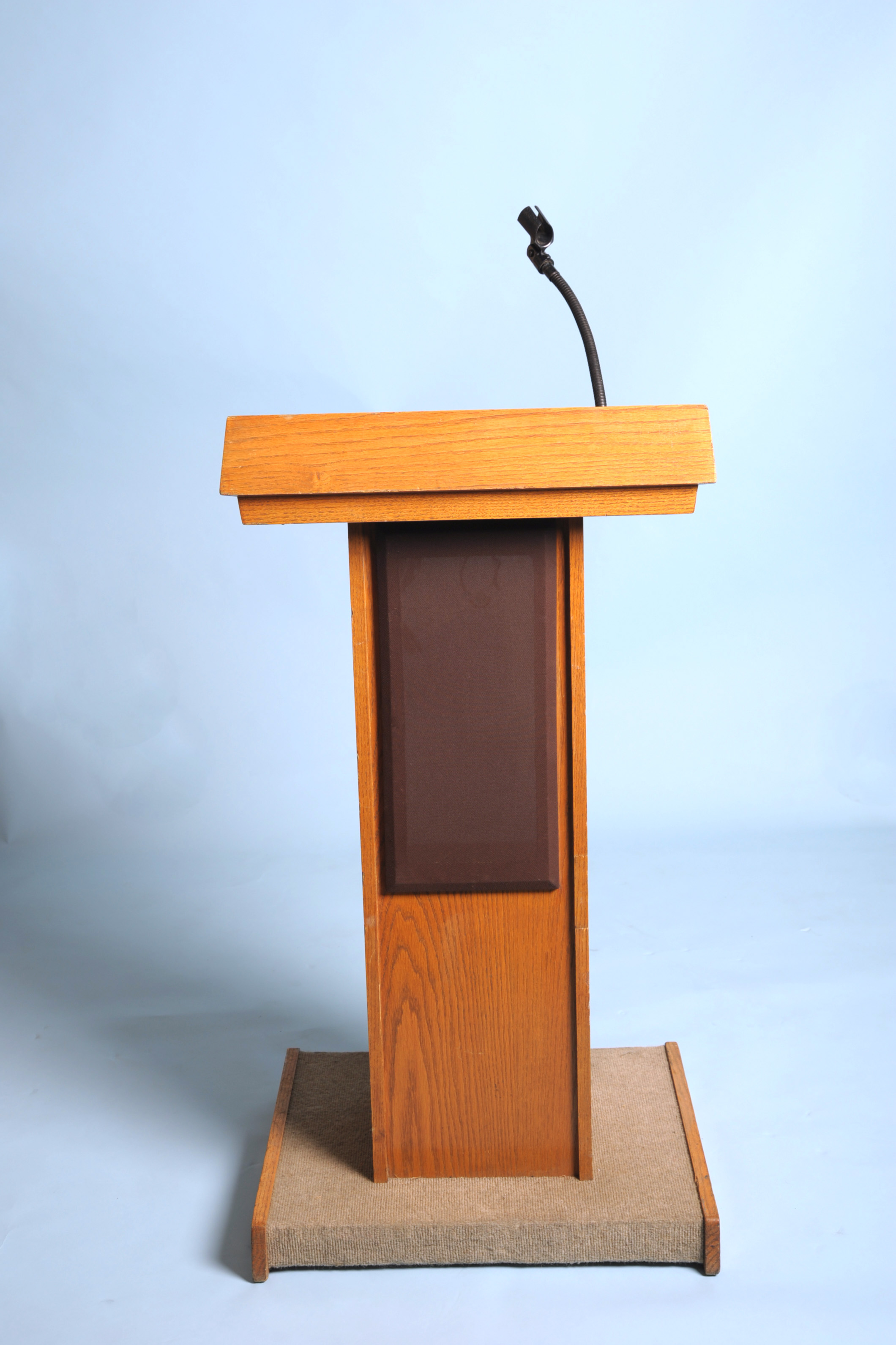 solid oak podium with light and microphone stand arizona party rental sw events and rentals inc. Black Bedroom Furniture Sets. Home Design Ideas